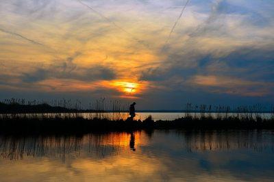 wedkowanie na jeziorze